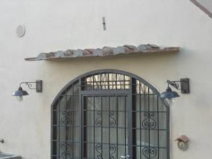 Semplice tettoia con tegoli 1
