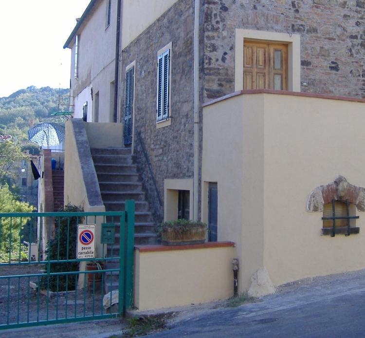 Come rivestire una vecchia scala esterna con gradini in cotto - Rivestire muro esterno ...