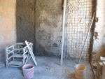 Fasce e rinzaffo su muratura risanata con rete elettrosaldata.