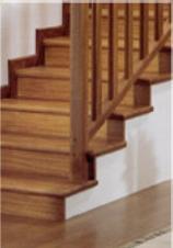 ... una scala in muratura con scalini rivestiti di legno. Fai da te