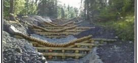 Rinforzi strutturali ambientali con legname e terra