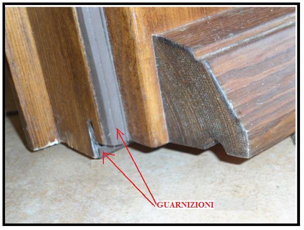 Guarnizioni idonee per gli infissi esterni per un for Infissi esterni in legno