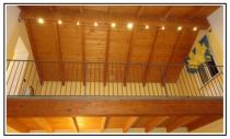 2 bo faretti su binario in soffitto a travi legno 1