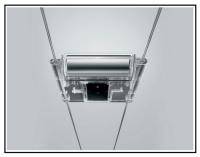 Una illuminazione interna a faretti su binari in acciaio p