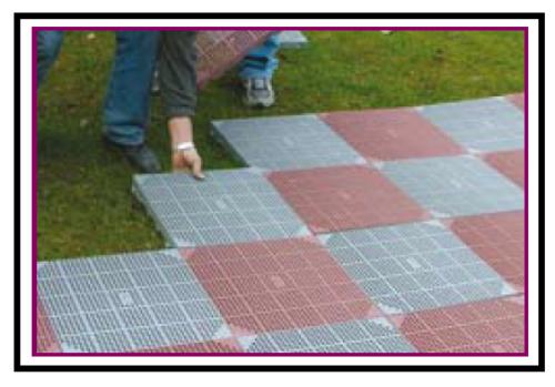 Una mattonella plastica carrabile per pavimentazioni drenanti - Posa piastrelle esterno ...