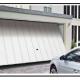 A Montaggio di una porta da garage basculante