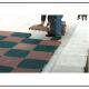 A Una mattonella per pavimentazioni drenanti polimerica, resistente ai raggi UV