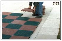 Una mattonella per pavimentazioni drenanti polimerica, resistente ai raggi UV 1