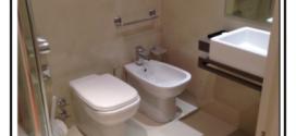 La resina rinnova il rivestimento e il pavimento del bagno