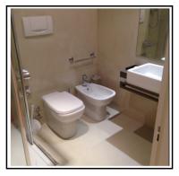 La resina rinnova il rivestimento e il pavimento del bagno 1