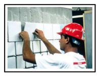 un-adesivo-minerale-certificato-eco-compatibile-per-la-posa-di-piastrelle-di-ceramica-2