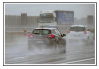 Asfalto normale durante la pioggia 1