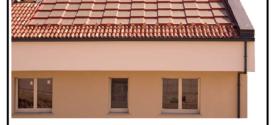 Un tetto solare fotovoltaico integrato formato da tegole fotovoltaiche senza connettori elettrici
