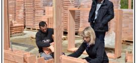 Un sistema logico di costruzione di pareti portanti, basato sul montaggio di mattoni di legno assemblati in file sfalsate