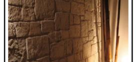 Costruzioni di superfici esterne e interne realizzate con pietre ricostruite